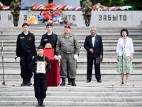 Состоялась торжественная церемония передачи останков солдат родственникам
